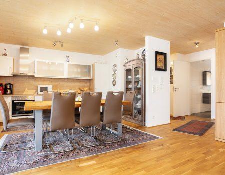 immocontec-Referenz: Wohnküche des Mehrfamilienhauses VIO2 in Regensburg