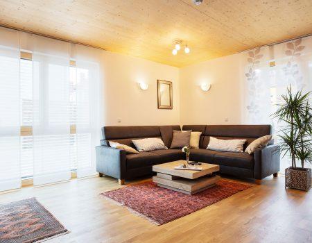 immocontec-Referenz: Wohnzimmer des Mehrfamilienhauses VIO2 in Regensburg