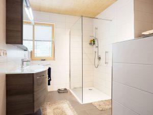 immocontec-Referenz: Bad des Mehrfamilienhauses VIO2 in Regensburg