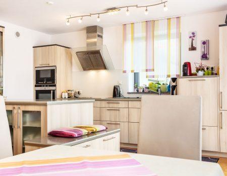 immocontec-Referenz: Küche eines Zweifamilienhauses mit Doppelgarage in Poppenricht