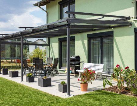 immocontec-Referenz: Terrasse eines Zweifamilienhauses mit Doppelgarage in Poppenricht