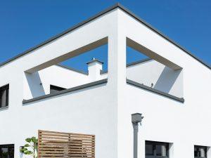 immocontec-Referenz: Balkon eines Einfamilienhaus-Neubaus mit Garage in Neukirchen