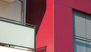 immocontec-Referenz: Nahaufnahme der Hausfront des VIO2 in Graß in Regensburg