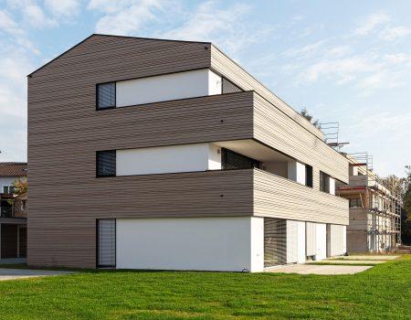 immocontec-Bauprojekt: Bauphase der Häuser an der Alten Weberei mit Blick auf Terrasse