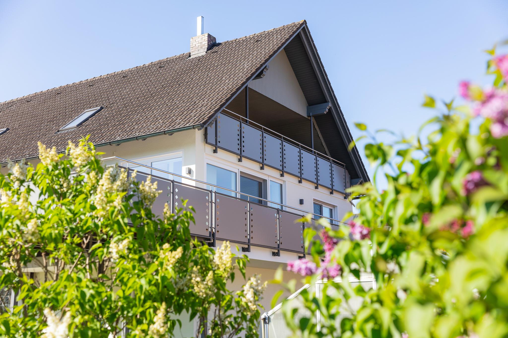 immocontec Referenz: Außenansicht_Renovierung_Wohnhaus_Pertolzhofen