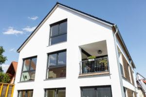 immocontec-Referenz: Mehrfamilienhaus mit Carport in Nabburg